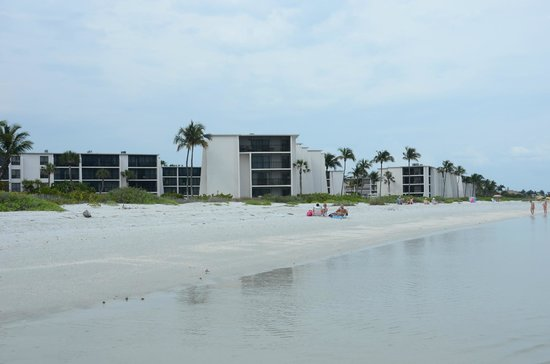Sundial Beach Resort & Spa: View of Sundial from the beach