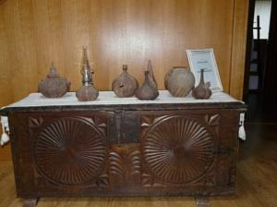 Casa Rural Haritzpe : Bahul con ceramicas