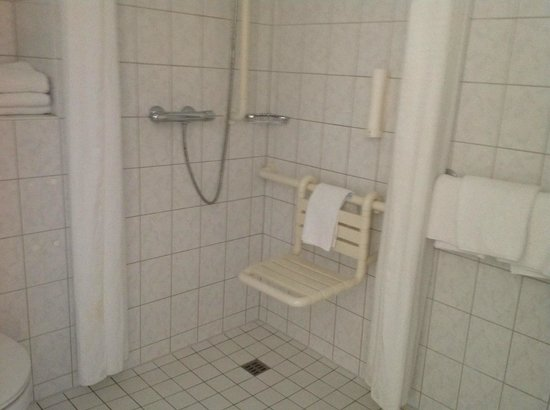 Holiday Inn Express Berlin City Centre: doccia