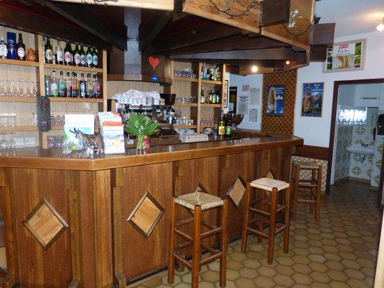 Au Pas de L'Alpette: le bar de l'hotel, convivialité
