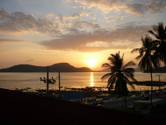 Kantary Bay, Phuket: Sunset from our balcony