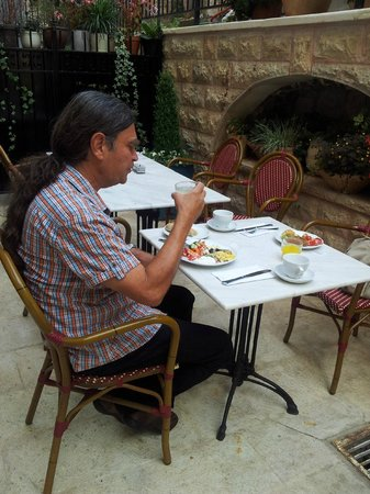 Arthur Hotel Jerusalem - an Atlas Boutique Hotel: Outdoor breakfast