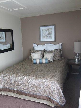 Westport Beach / N Mendocino Coast KOA: nicely decorated bedroom