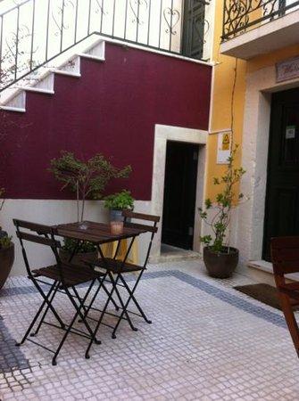 Pateo Santo Estevao: super petite terrasse au cœur de Lisbonne...