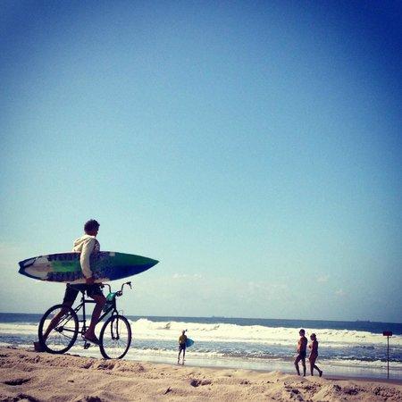 Tombo beach: surfistas