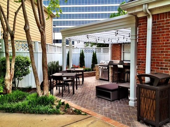 Homewood Suites by Hilton Memphis-Poplar: BBQ