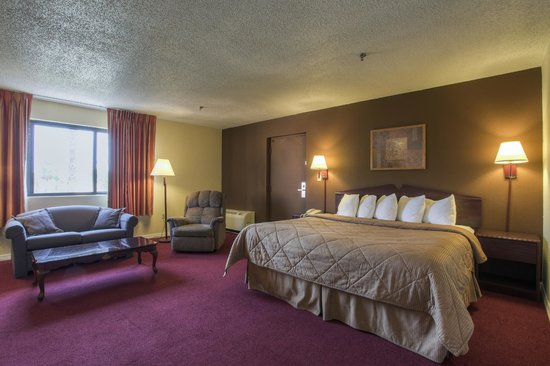 Quality Inn & Suites: Wirlpool Jaccuzzi/ King Bed / Sofabed