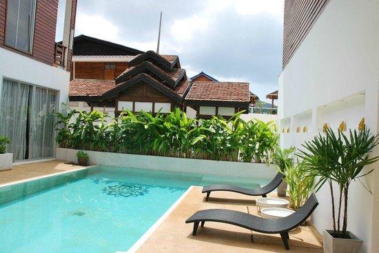 โรงแรมมันดาลัย: Swimming pool