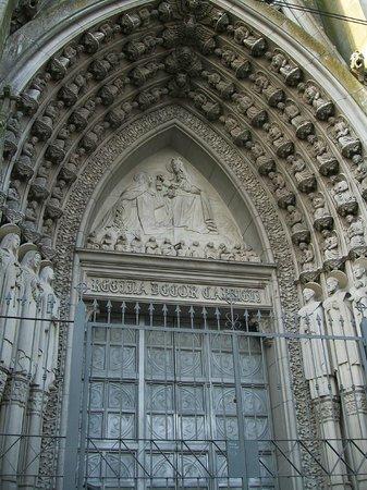 Iglesia de las Carmelitas: Detalle arco arriba de la puerta
