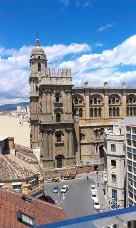 Hotel Molina Lario: Utsikt från takterass mot kyrkan