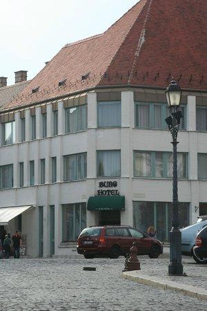برج هوتل: Burg Hotel
