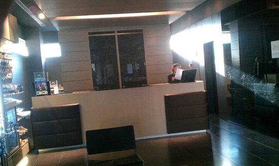 AC Hotel Sants : Front Desk