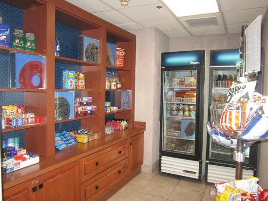 Hampton Inn Pensacola Airport (Cordova Mall Area): mini store for snacks and sundries