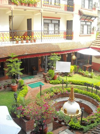 Thamel Eco Resort: View from 2nd floor of courtyard