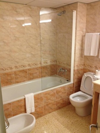 Hotel Octavia: Bathroom