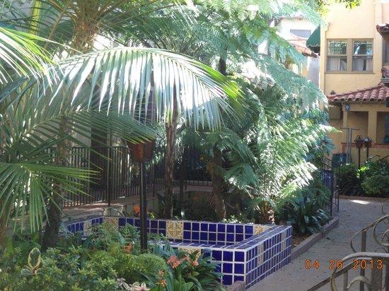 El Cordova Hotel: Lovely fountain towards the back of the hotel