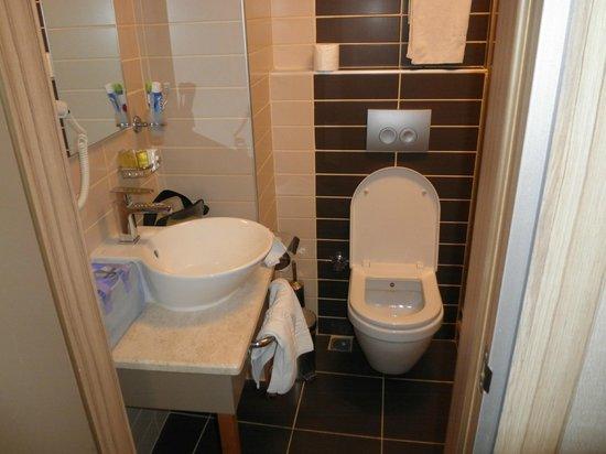 Hotel Nanda: bagno