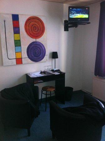 Montovani Hotel: Camera interno