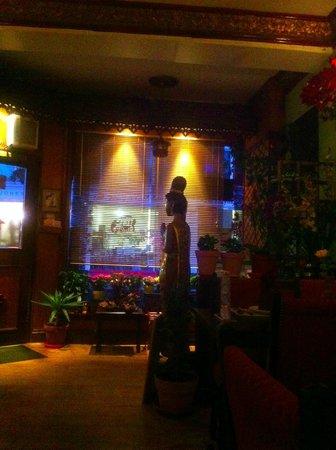 Flora Thai Restaurant: Flora Thai interior. A beautiful atmosphere for an evening meal.