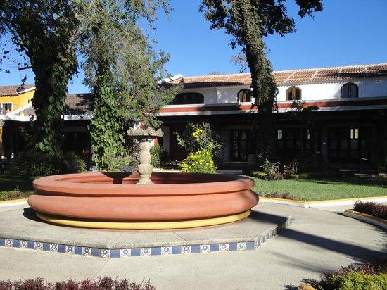 Villa Colonial: Jardin intérieur de l'hôtel
