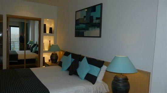 Hotel Juliani: Kamer met balkon, zicht op Spinola Bay