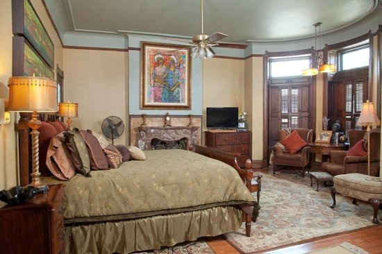 Welcome Inn Manor: Nat King Cole Extra Large Suite & Lounging Area