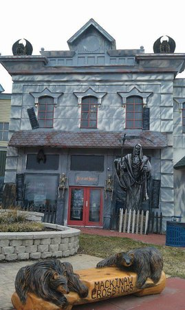 Mackinaw City, MI: Mackinaw Manor Haunted House