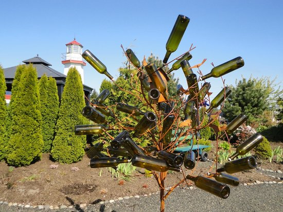 Westport Winery: Wine bottle decoration