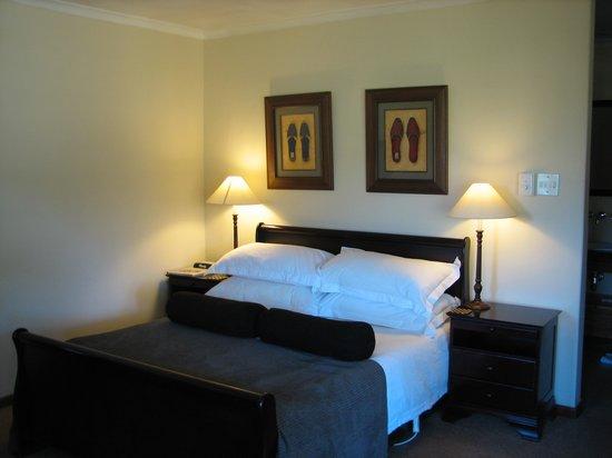 Alluvia Wine Estate: The bed in Oakleaf 2