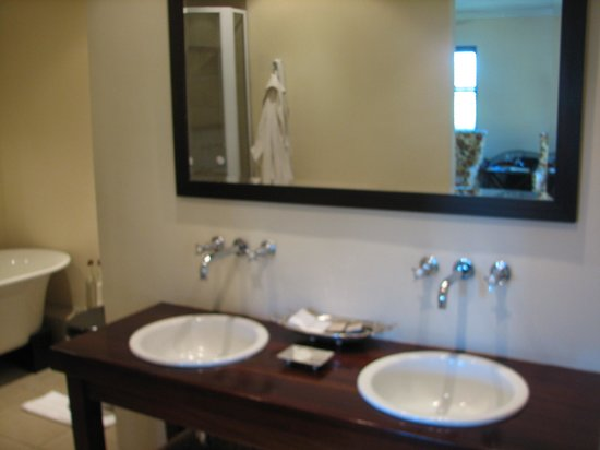 Alluvia Wine Estate: The bathroom - note view of room in mirror