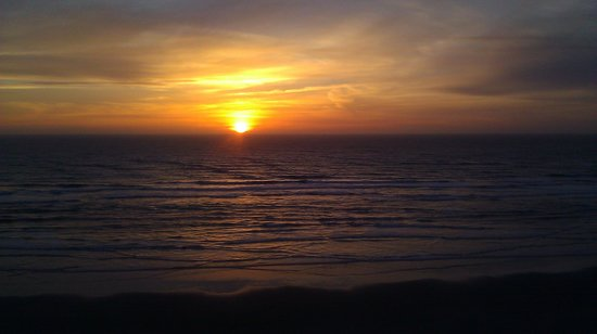 Elizabeth Oceanfront Suites: sunset from our balcony