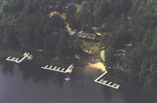 North Twin Lodge Resort : Skyview of Beach, Piers , and grounds.