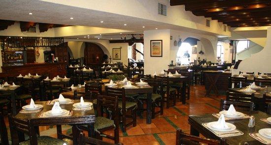 La Antigua Bodega: Salón Familiar- Ejecutivo