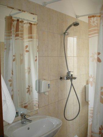 Hotel Astra: Bathroom