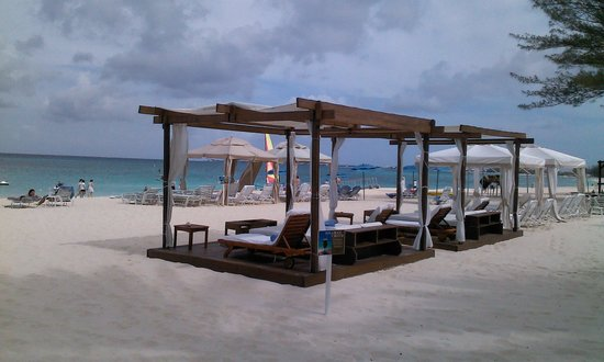 The Westin Grand Cayman Seven Mile Beach Resort & Spa: Cabanas on the beach