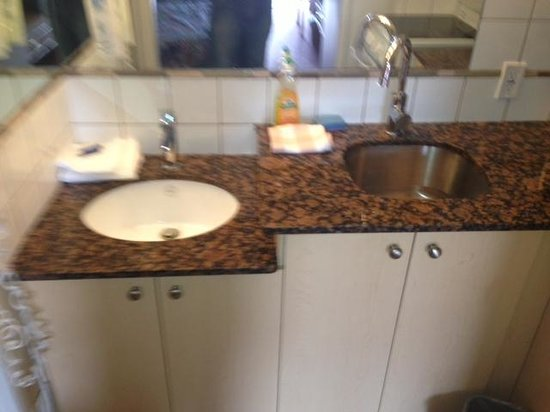 Imperial Motor Inn: New sinks, counter tops