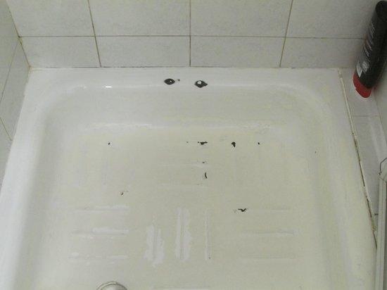 Concorde Hotel : Shower floor