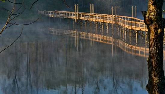 Stonewall Resort: Lake bridge at sunrise