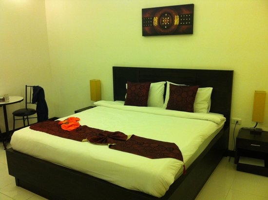 Monaburi Boutique Resort: bed