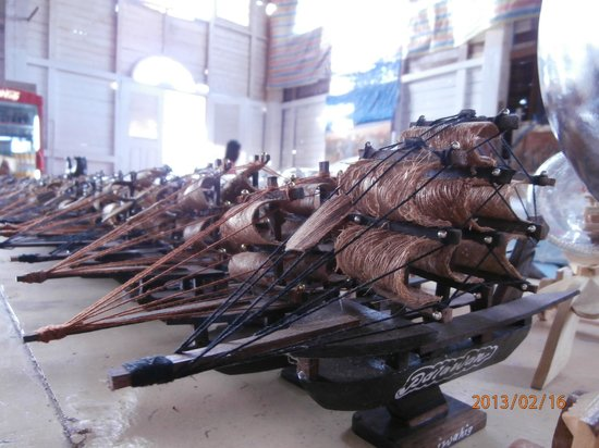 Iwahig Prison and Penal Farm : Inmate handicrafts