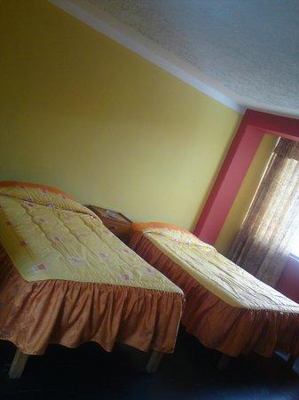 Lake Hostal : habitacion doble  con  baño privado mas wifi