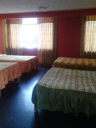 Lake Hostal : habitacio  cuadruple con  baño privado mas  wifi