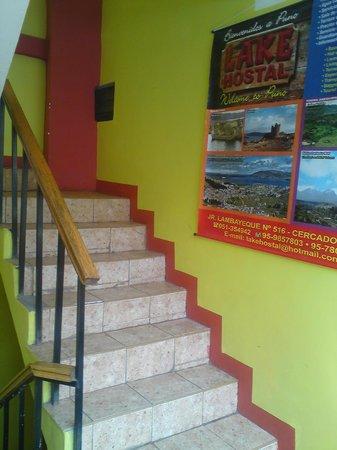 Lake Hostal : escaleras  de  entrada y salida