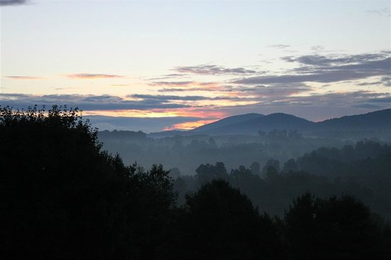 Mountain Song Inn: Day Break