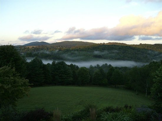 Mountain Song Inn: Morning Fog