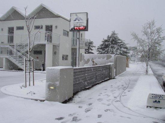 Airport Delta Motel: Street view - winter 2011