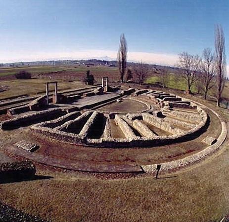 Bene Vagienna, إيطاليا: Il teatro Romano
