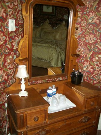 Cedar Crest Inn: The dresser, lamp, and ice bucket.