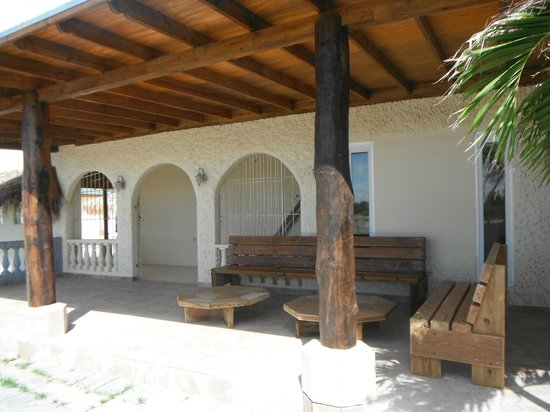 Kite-Inn : Relaxing front patio