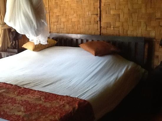 Ban Sabai Riverside Bungalow: comfortable bed